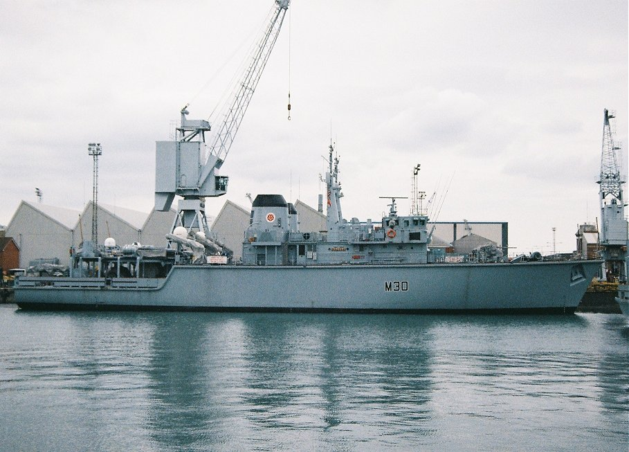 Hunt class mine hunter HMS Ledbury M30, Portsmouth 2010.